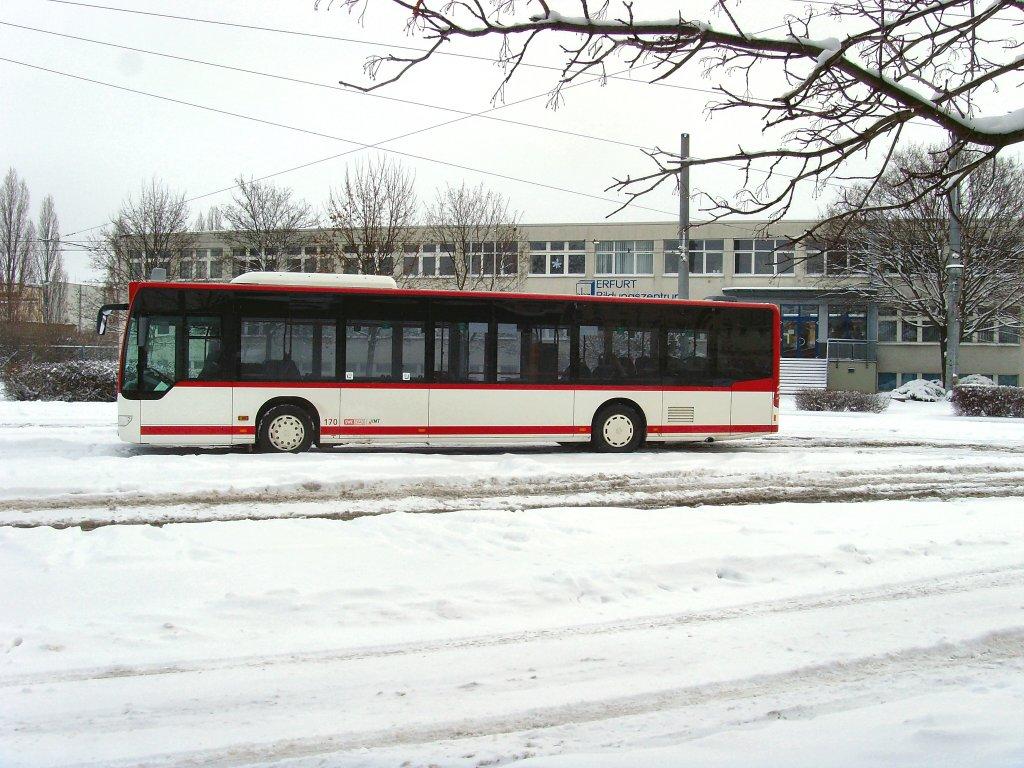 stadtbus wartet in der hst grubenstrasse auf die n chste fahrt erfurt 2 nahverkehr. Black Bedroom Furniture Sets. Home Design Ideas