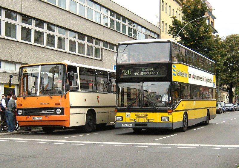 ikarus bus und neuer doppeldeckerbus m llerstrasse 2008. Black Bedroom Furniture Sets. Home Design Ideas