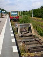 S-Bahn/23446/s-bahn-br-481482-am-ende- S-Bahn BR 481/482 am Ende ? Hier jedenfalls am Prellbock in Blankenfelde 1.7.2009