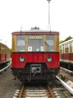 S-Bahn/6590/s-bahnzug-vor-der-wagenhalle-in-erkner S-Bahnzug vor der Wagenhalle in Erkner, 2007 (Fahrzeugausstellung)