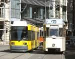 Strasenbahn/15127/reko--niederflurbahn-neberneinander-1942009 REKO & NIederflurbahn neberneinander,  19.4.2009