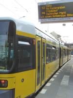 Strasenbahn/32711/haltestelle-mit-anzeiger-in-weissensee-september Haltestelle mit Anzeiger in Weißensee, September 2009