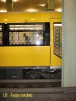 U-Bahn/12058/neue-fensterfolie-mit-dem-brandenburger-tor Neue Fensterfolie mit dem Brandenburger Tor, U 5 Alexanderplatz März 2009