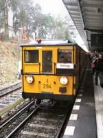 U-Bahn/12932/hist-u-bahnzug-in-krumme-lanke-mrz Hist. U-Bahnzug in Krumme Lanke, M#rz 2009