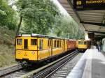 U-Bahn/32170/a2-zug-und-linienzug-auf-der-u3 A2-Zug und Linienzug auf der U3 im U-Bhf Krumme Lanke, Berlin 13.9.2009