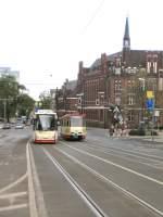 Strassenbahn/9509/begegnung-niederflur-und-tara-bei-der Begegnung Niederflur und Tara bei der Hauptpost, 2006