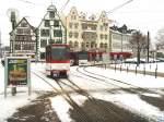 strassenbahn/49585/linie-4-mit-einem-ausserplanmaessigen-tatrazug Linie 4 mit einem außerplanmäßigen tatra_Zug vor der Hohen Lilie, Domplatz Erfurt 1.1.2010